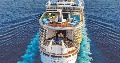 Самый крупный корабль Оазис морей — Oasis of the Seas фото